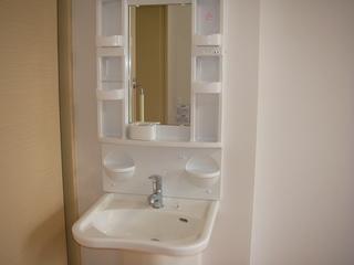 2階ショートステ居室洗面.JPG